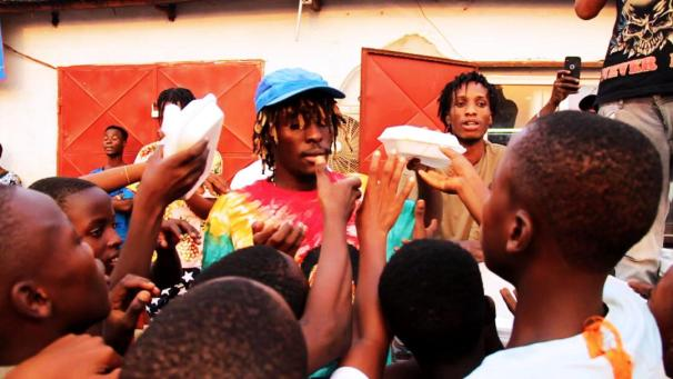 Kofi Mole-and fans (1)