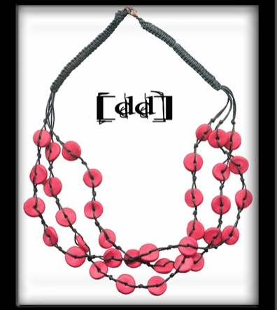 Collier multirangs rouge