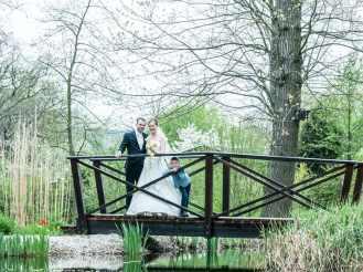 Brautpaar / Familie auf der Brücke Hochzeitsfotos Dresden