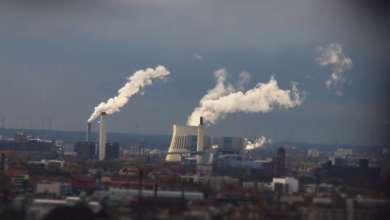 Photo of صناعة الهاتف المحمول مسؤولة عن حوالي 0.4 من انبعاثات الكربون