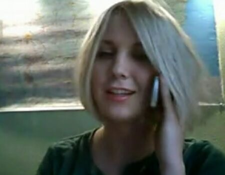 Loira muito linda tirou a roupa na webcam