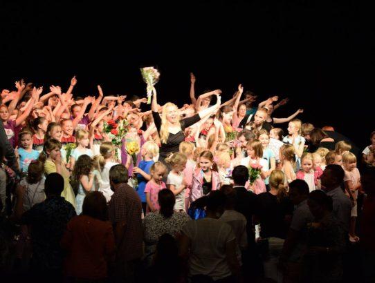Konec pololetí v D&D School - Pozvánky na Taneční představení a Herecké premiéry