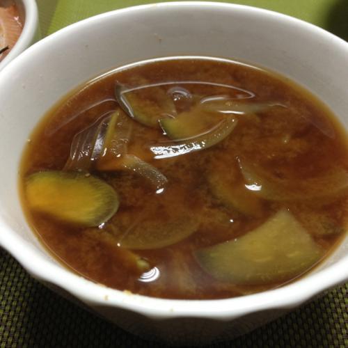 th_黃玉ねぎの味噌汁