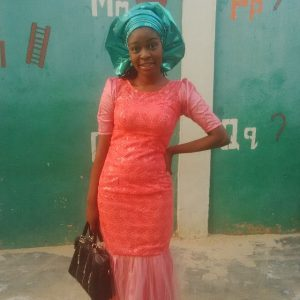 Her name is Tolulope Teejagz and I tell you the teal green gele made a real difference on the peach straight gown. Muah!