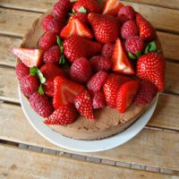 Chocoladekwarktaart met rood fruit