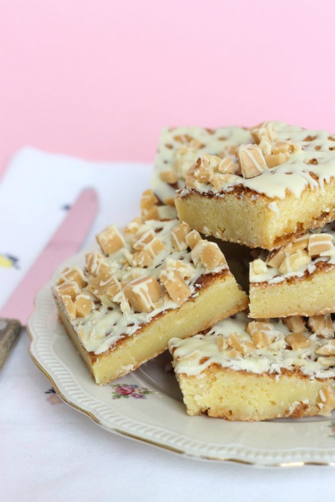 Blondies met hazelnoten en karamelfudge