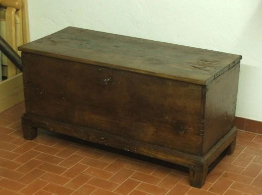 Chestnut wood chest restoration