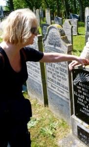 begraafplaatsen op Ameland, funeraire lions bezoeken kerkhof van Ballum