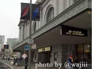RT @wajiii: Lightning bolt banners adorn all the street lights around Bill Graham Civic