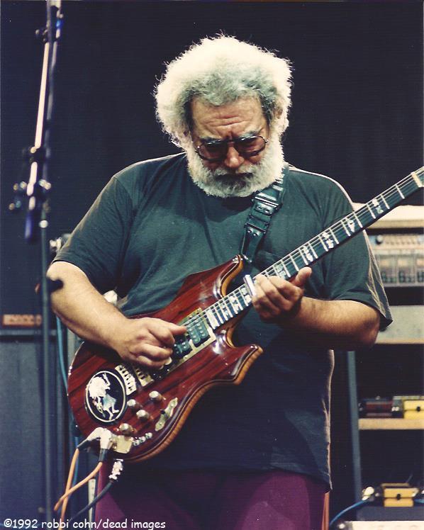 Jerry Garcia and Grateful Dead 19920524 ©RobbiCohn Deadimages (1)