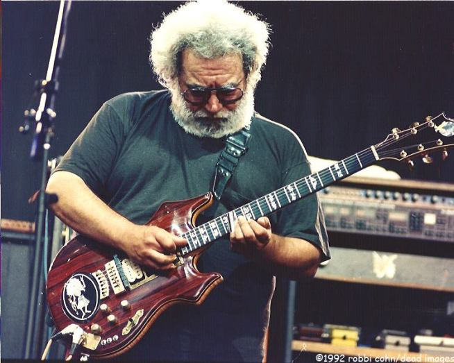 Jerry Garcia and Grateful Dead 19920524 ©RobbiCohn Deadimages (2)