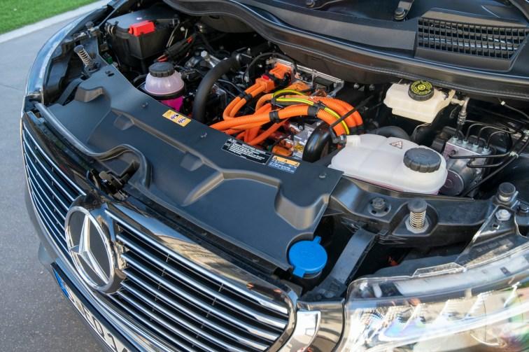 Mercedes-Benz EQV – Exterieur, AVANTGARDE Line, EQV Design-Paket Exterieur, Selenitgrau metallic;Stromverbrauch kombiniert: 26,4-26,3 kWh/100 km; CO2-Emissionen kombiniert: 0 g/km* Mercedes-Benz EQV – Exterior, AVANTGARDE Line, EQV Design-Package Exterior, Selenitgrey metallic;Combined power consumption: 26.4-26.3 kWh/100 km; combined CO2 emissions: 0 g/km*