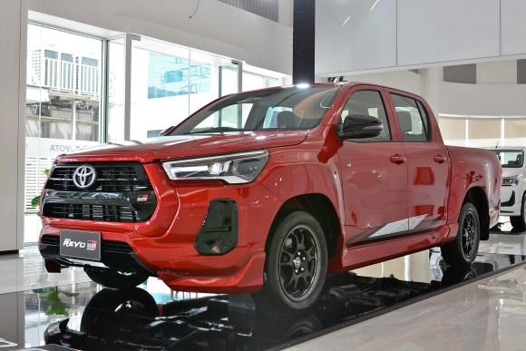 Toyota Hilux GR-Sport 2022 low rider exterior