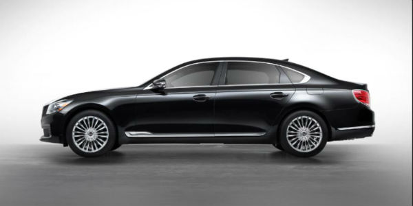 Side view of black 2020 Kia K900