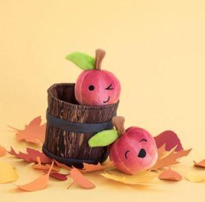 johnny-apple-squeaks-at-barkshop