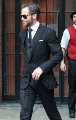 Manners-Stijlinspiratie-de-contrasterende-Suit-and-Beard-combinatie-13