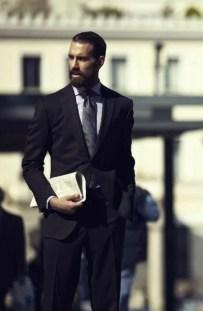 Manners-Stijlinspiratie-de-contrasterende-Suit-and-Beard-combinatie-27