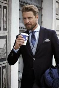 Manners-Stijlinspiratie-de-contrasterende-Suit-and-Beard-combinatie-6