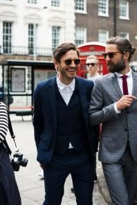 Manners-Stijlinspiratie-de-contrasterende-Suit-and-Beard-combinatie-9