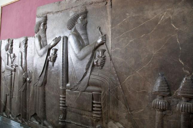 阿契美尼德帝國很注重階級,最高級是皇族和貴族,然後就是戰士、祭師和看管聖火的人,而最低級的就是普通人。