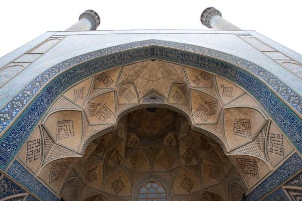 兩側牆上鋪上了15世紀時期的馬賽克瓷磚