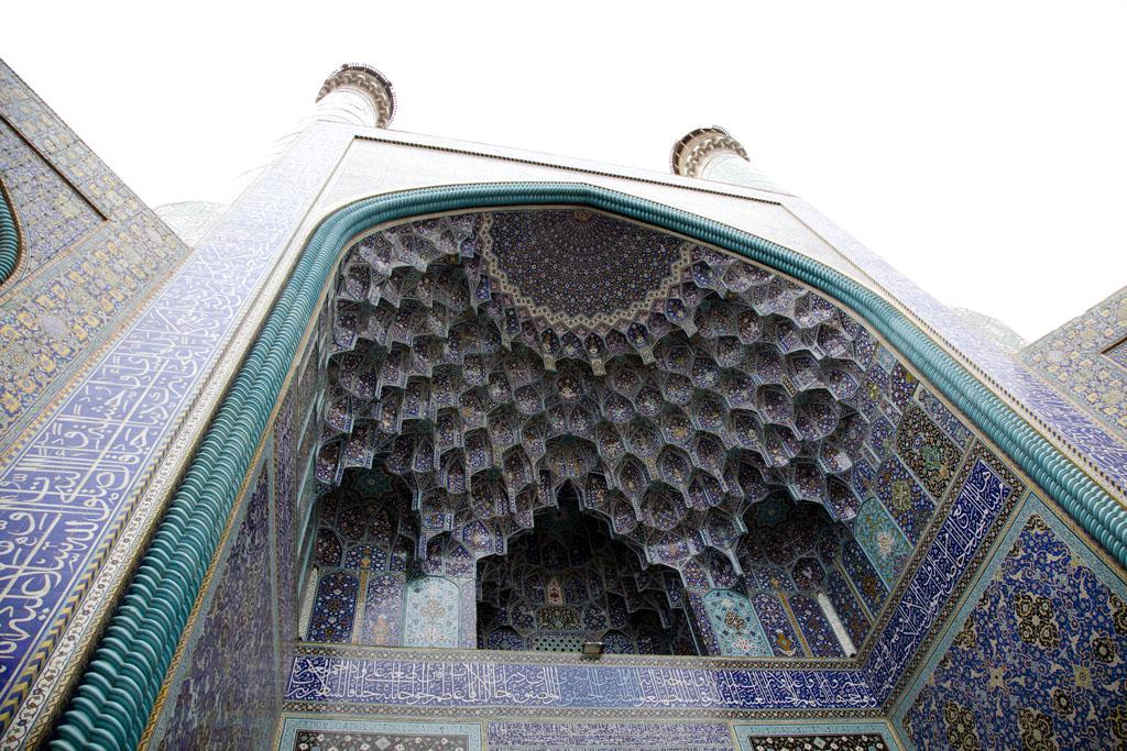 清真寺入口處巨大的尖形拱門