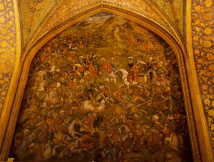 殿內有很多壁畫,牆壁上半部有6幅關於Safavid 皇朝軍事和Shas Abbas接見的場景