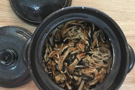 ひじきの炊き込みご飯 鹿尾菜油豆腐皮拌飯