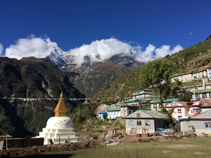 White stupa at the entrance of Namche Bazaar