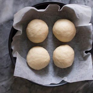 Divide the dough into 4 pieces for the first proof