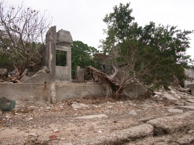倒塌了的石屋