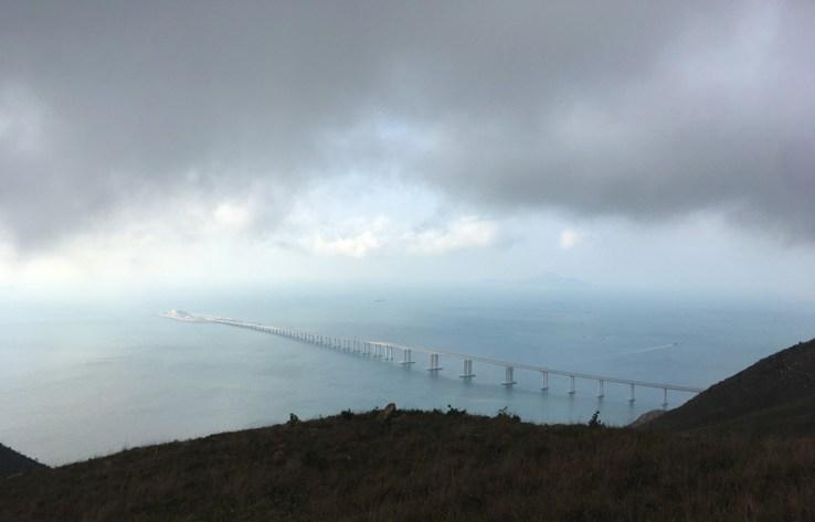 飽覽港珠澳大橋和人工島