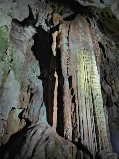 黄金柱-高15m、濶4m巨大的石灰柱
