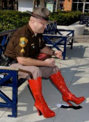 https://i1.wp.com/www.debbieschlussel.com/wp-content/uploads/2012/04/sheriffmileinhershoes.jpg