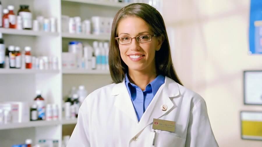 Se merita sa te faci farmacist?