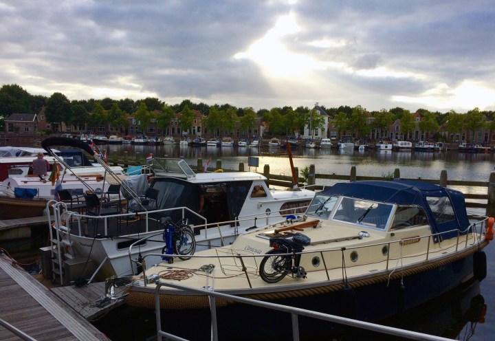 De Canicula in de havenkom in Blokzijl vanaf de Zuiderkade-de Canicula