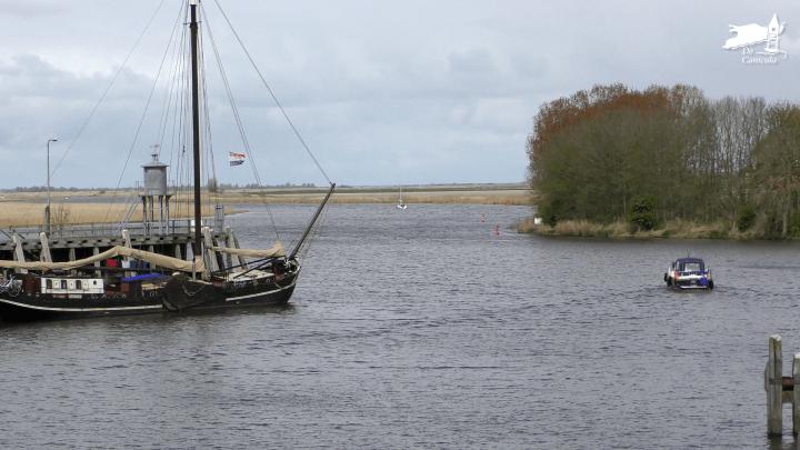 Zoutkamp, zicht op het Lauwersmeer / Aanleggen in Zoutkamp - De Canicula