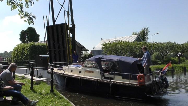De Nijeveensterkolksluis in Haren tijdens ons Rondje Noord-Nederland: Van Electra naar het Paterswoldsemeer - De Canicula