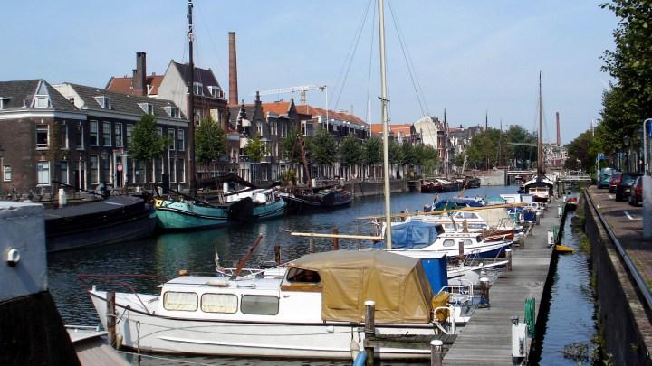 Delfshaven bleef onbeschadigd tijdens het bombardement van 1940. Dit bombardement verwoestte het grootste deel van het centrum van Rotterdam - De Canicula
