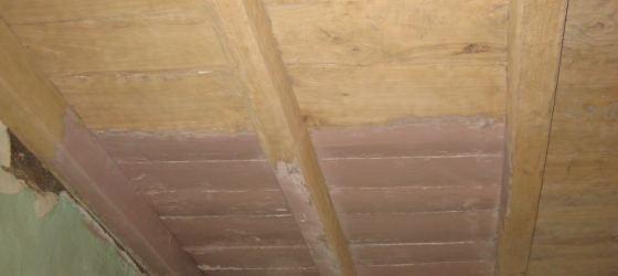 décapage d'un plancher plafonds en bois peint