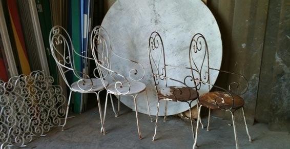 décapage d'un salon de jardin en métal (fer forgé)