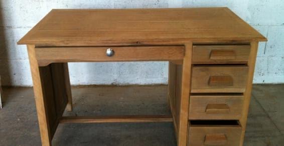 restauration d'un bureau en bois entreprise decapage