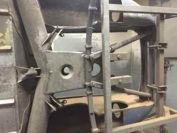 Sous le logement moteur la panhard est sur un tournebroche