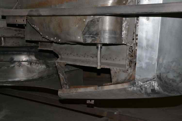 le décapage permet de voir les travaux antérieurs de carrosserie