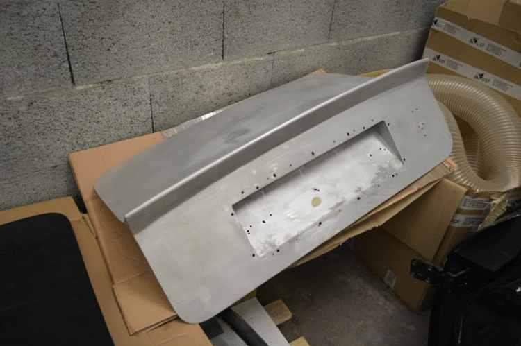 hayon de coffre aston martin DB5 décapé aérogommage