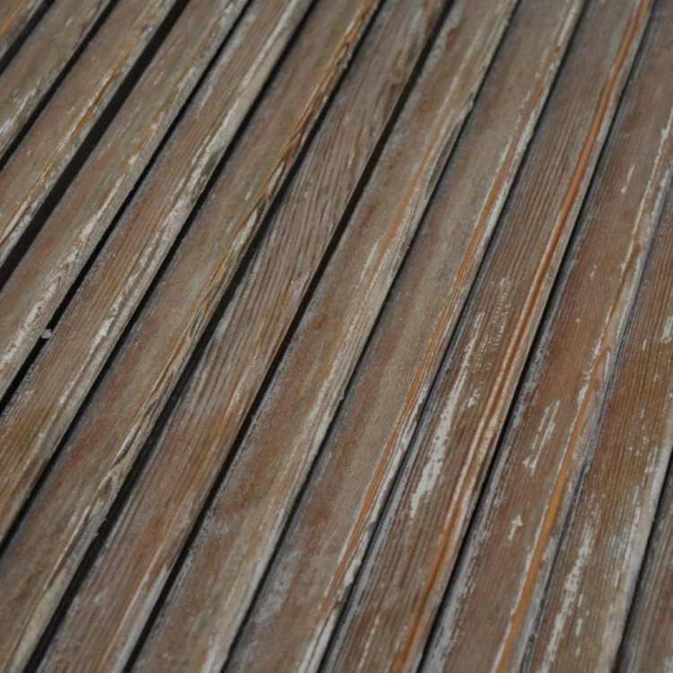 zoom persienne bois décapée les lattes sont exempte de peinture