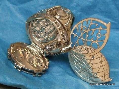 2007 New Zealand National Jewellery Competition Winner. Matariki by Iain Clark