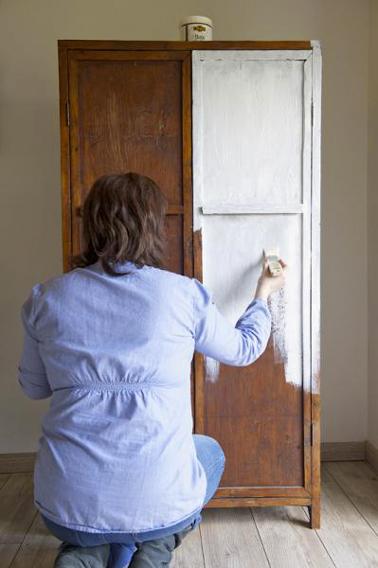 repeindre une armoire avec un effet
