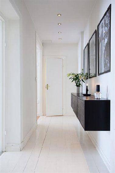 design en noir et blanc pour la deco d un couloir en prise directe avec