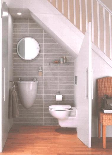 Des Petits WC Prennent Place Sous Lescalier